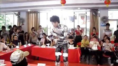 会跳舞的机器人(广州市奥斯卡职业培训学院——人体彩绘班)