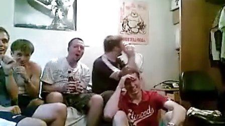 5个澳大利亚男生第一次观看《两女一杯》的反应