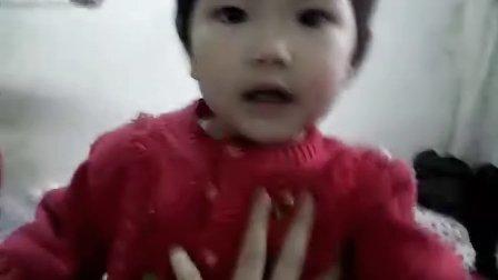 宝宝18个月装哭时笑场