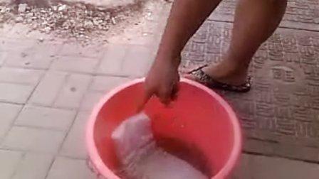 如何清洗锦鲤鱼缸过滤棉 (锦鲤交流QQ群16173088)