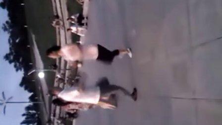 辽宁省北票市世纪广场-狂舞哥,注意动作!