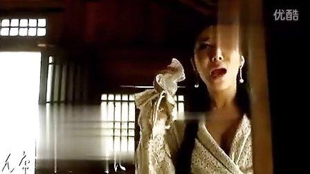 龚玥菲新歌日本首播 露半臀黄金甲裹胸