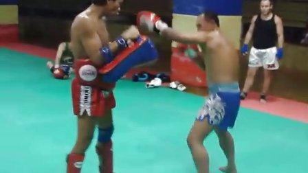 新上海泰拳馆——泰国教练阿加爆发式打靶视频挑战体能技术极限