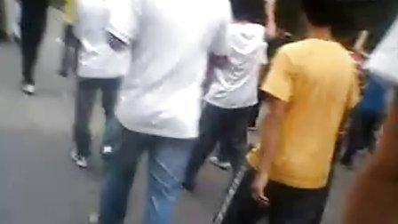 【拍客】2011年5月14日凌晨5点深圳龙华富士康再现保安群殴员工事件