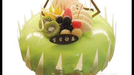 so 诱人的些水果蛋糕 看到你流口水 哈哈