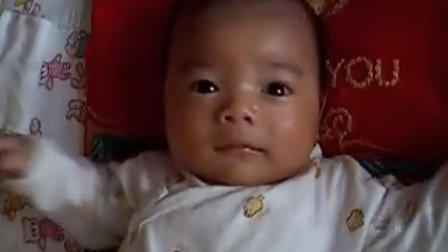 【一个多月大】6-30宝宝自娱自乐