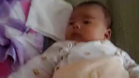 【满月内】宝宝睡凉席视频