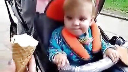 坏妈妈拿冰激凌诱惑我