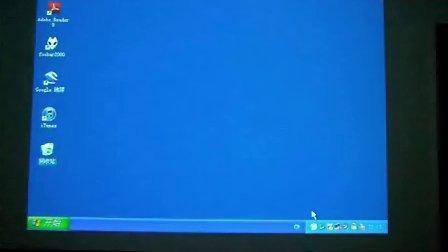 小猫在投影屏幕上抓电脑鼠标 最后被气翻肚了