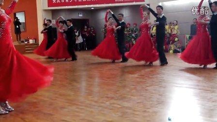 2013安庆市第六届体育舞蹈大赛潜山韦德健身队平四集体舞表演2