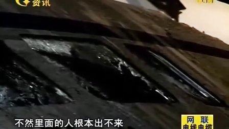 温州动车追尾事故 记者凌晨2:30直击 现场已经过四轮救援 110724  民生大视野