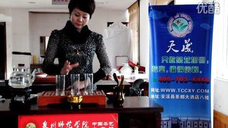 美女学员玩转绿茶茶艺--福建天晟茶艺学校