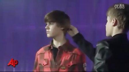 【JB中文网】Bieber Wax Figure - London and NY