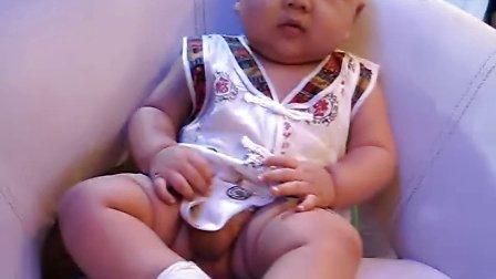 六个月宝宝尿尿的姿态和神情太搞笑了