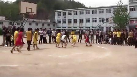 丹东市曙光职专篮球赛2010级焊接VS2011级汽车(下半场)