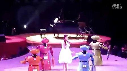 伴舞机器人-卡通迎宾机器人伴舞《茉莉花》--博乐机器人表演