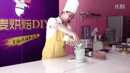 如何分层切割蛋糕及打发鲜奶讲解