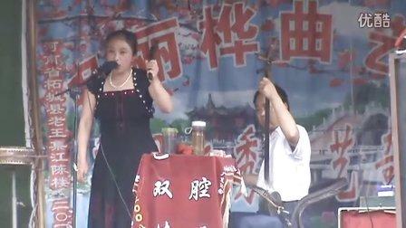 河南坠子艺人申丽桦在安徽利辛江集演出
