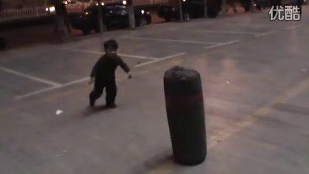 3岁 飞腿(哥不是传说 不要迷恋哥)