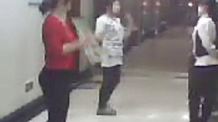 山东平原县人民医院晚上值班女护士的精彩舞动