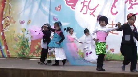 8平阳县昆阳镇蓓蕾幼儿园中三班环保服装秀8浪漫婚纱组