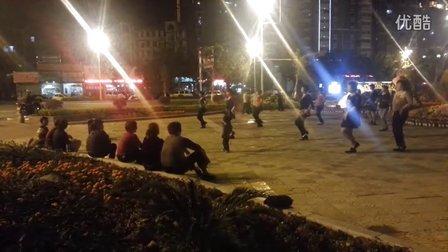 三歲小孩跳廣場舞,逆天了