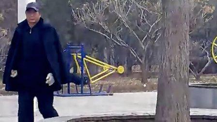 公园老头卡了,,,