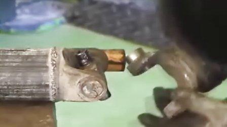 【金杯汽车维修】209传动轴的拆卸