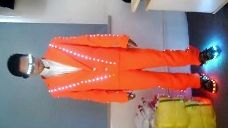 最新款式 LED 发光服装 橙色,可以遥控 定做QQ:1975087304