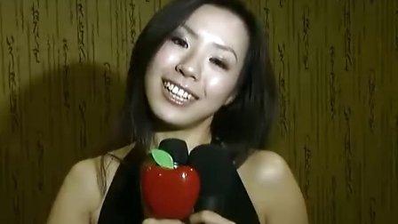 身女王羽庭庆祝写真销量过万...拍摄:黄富昌 制作: 黄富昌