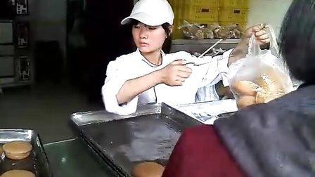 """今天亲眼目睹了爆红网络的合肥詹记桃酥""""开挂女"""""""