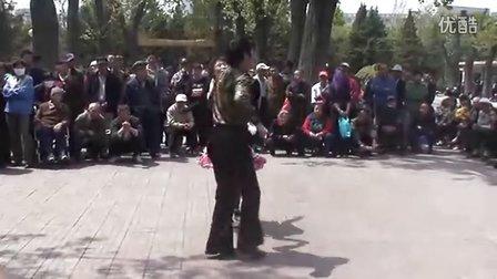 表演者:张柱德,张丽。皇寺庙会最酷最牛的吉特巴舞蹈表演