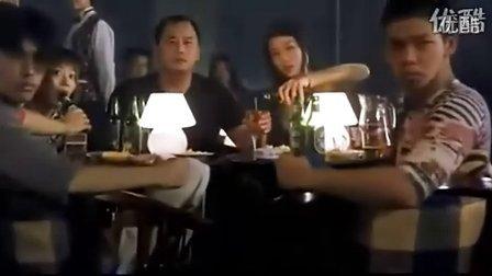 少林足球中周星驰酒吧唱歌搞笑花絮【搞笑】