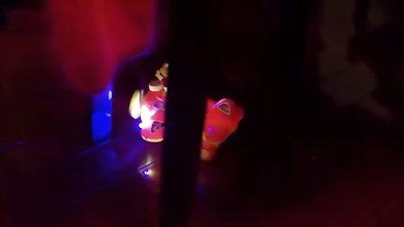 电动维尼熊坐飞机会打鼓卡通动物玩具车带灯光音乐