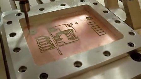 正式版雕刻机的雕刻PCB板过程