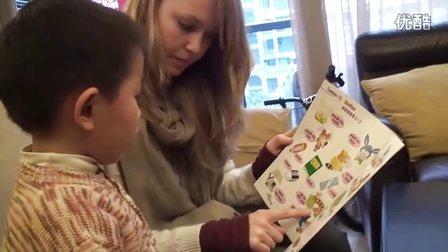 外国互惠生姐姐和中国孩子一起念英语
