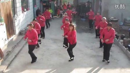 河北省邯郸市磁县岳城镇付屯头村中老年妇女舞蹈队舞蹈