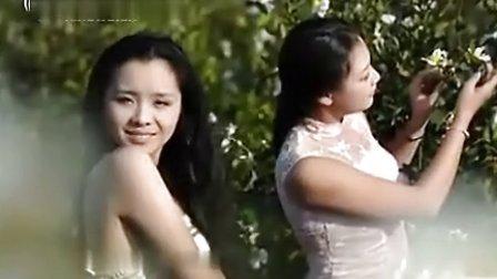 女大学生兼职做模特 寒风中裸背颤抖拍摄