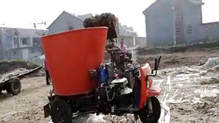 天福牌撒料车工作视频