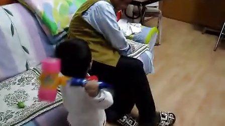 打屁股(1岁4个月25天)