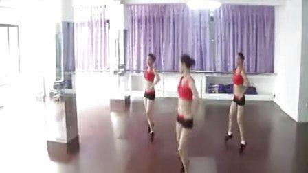 黎塘广场舞(泽美健身队)-《  分 手 了 就 不 要 再 联 络  》(正面)