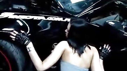 车展上的性感女警察