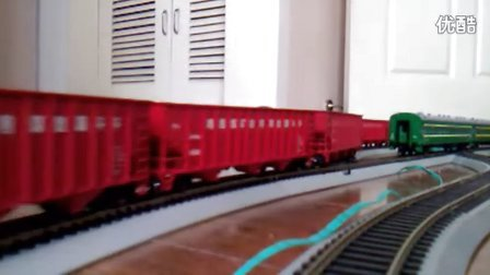 韶山4改电力机车牵引重型货运列车
