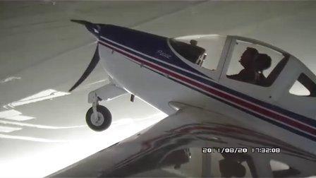 美女白莫菲体验飞行特技大坡度盘旋、横滚和筋斗【全程无剪辑版(二)翼尖视角】