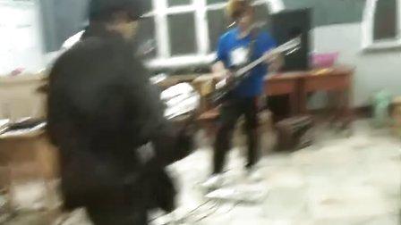 哈尔滨学院抛物线乐队 排练花絮之 摇滚怎么了