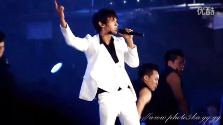 100821_MAX(2010_SM_Town_concert_-_Solo_stage)