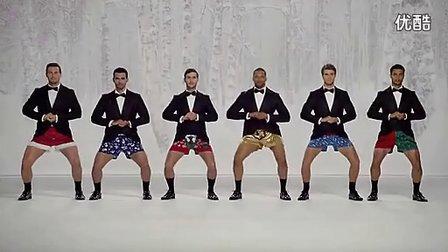搞笑视频,看一帮外国帅哥怎么用肢体语言演奏音乐的,可乐。