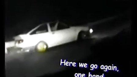 昨晚我输给一辆AE86 他用惯性飘移过弯 他的车很快 我只看到他有个豆腐店的招牌 你知道吗 如果你知道他是谁的话 麻烦你跟他说一声 礼拜六晚 我会在秋名山等他