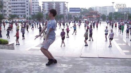 博白广场舞-《 心 花 开 在 草 原 上 》(领舞版)