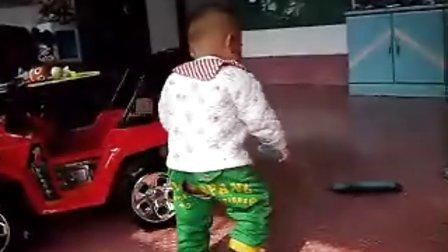 儿子会走了。